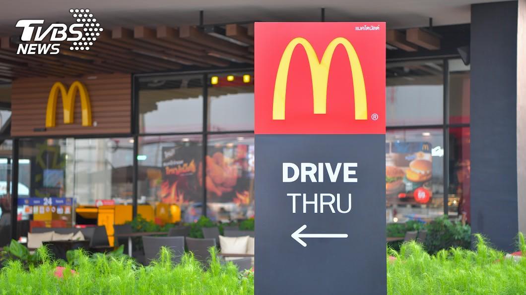 現代人常透過大口吃肉紓壓。(示意圖/TVBS) 全新「長堡系列」登場!麥當勞推出限時3天打卡免費吃