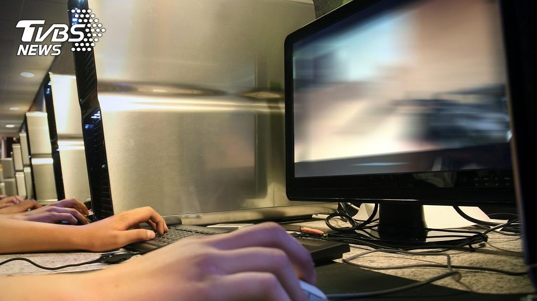 北市居家檢疫失聯者「陳冊」,晚間被警方在台北火車站商圈某網咖尋獲。(示意圖,非當事人。圖/TVBS) 「陳冊」找到了! 居家檢疫失聯竟在北市鬧區某網咖