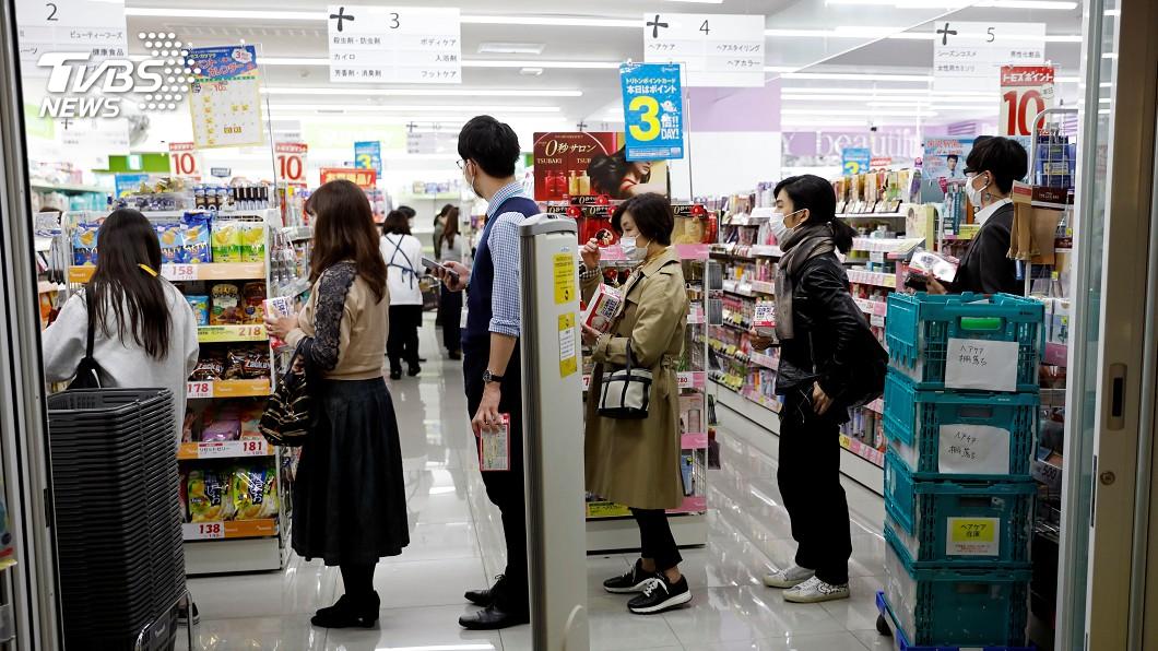 不再佛系防疫 東京記者會後民眾搶物資