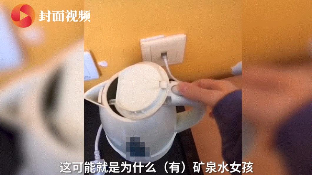 (圖/翻攝自封面視頻) 陸生怒爆隔離酒店「床單沾血黏體毛」 業者:現在掃不了