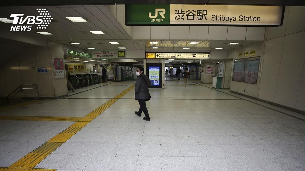 圖/達志影像美聯社 拚防疫! 30年罕見、東京大阪等地街頭鬧空城