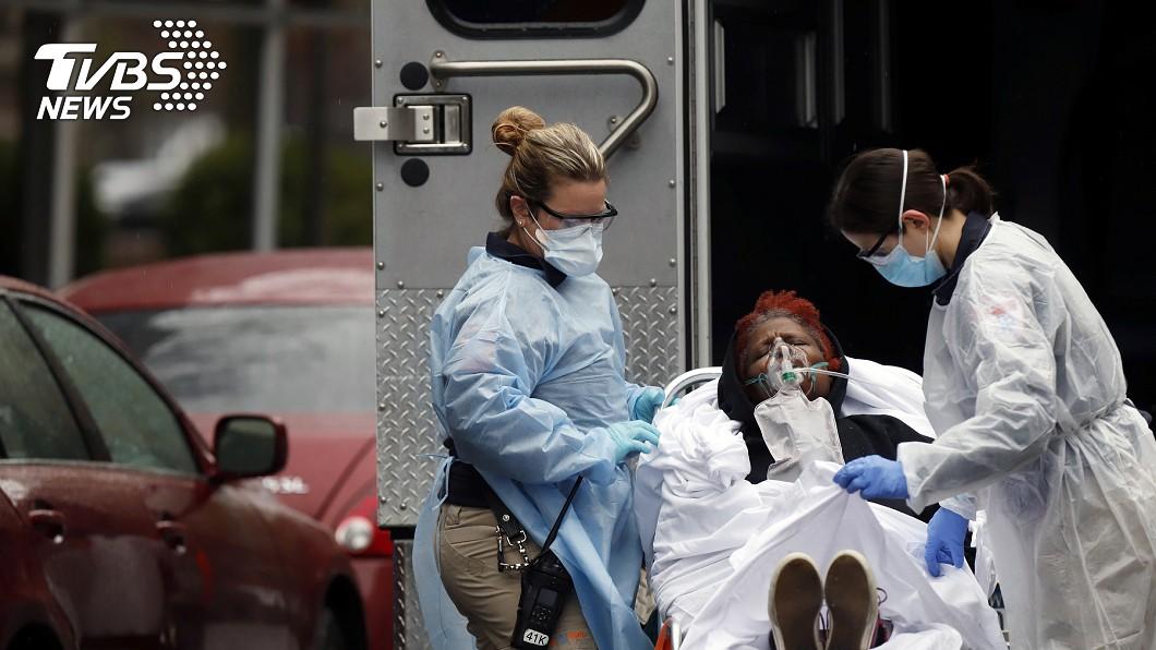 美國現在是全球新冠肺炎確診人數最多的國家,尤以紐約疫情最為嚴峻。(圖/達志影像路透社) 呼籲「懷疑就要檢驗」 醫分享紐約慘況:冷汗直流