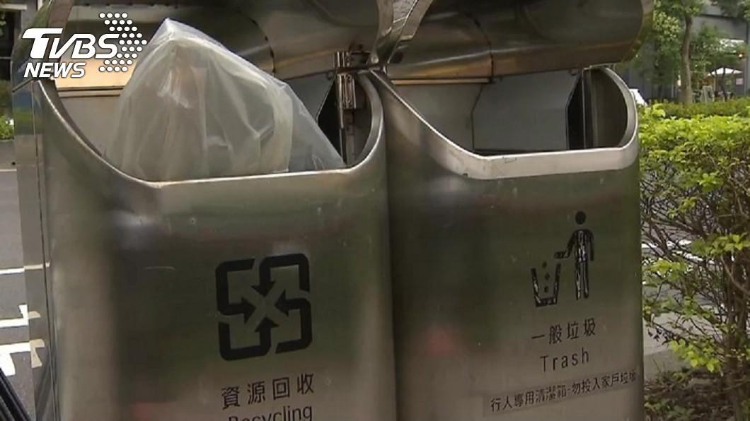 北市研考會民調指出,有7成4民眾贊成街頭擺放垃圾桶。(圖/TVBS) 路上垃圾桶變少了 北市民調:7成4民眾認為要設置