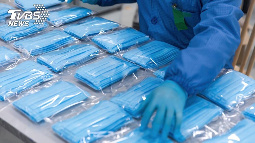 中央政府徵用全台大大小小的口罩工廠。(示意圖/TVBS) 為何近期很難買口罩? 工廠揭「背後原因」