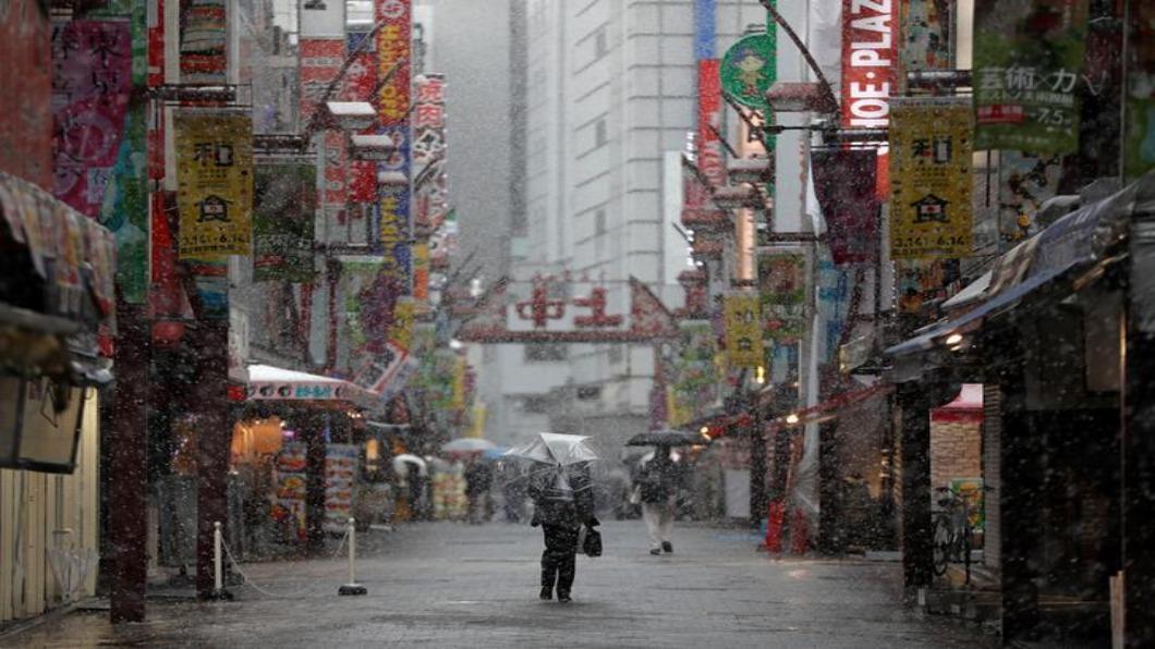 圖/達志影像路透 首都.阪神「擴大警戒區」日政府配給布口罩