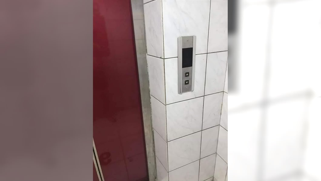 一名網友分享自己電梯驚魂事件 (圖/翻攝自爆院公社) 電梯失控「飛衝」他秒發遺言:媽我愛你 達人曝應對方法