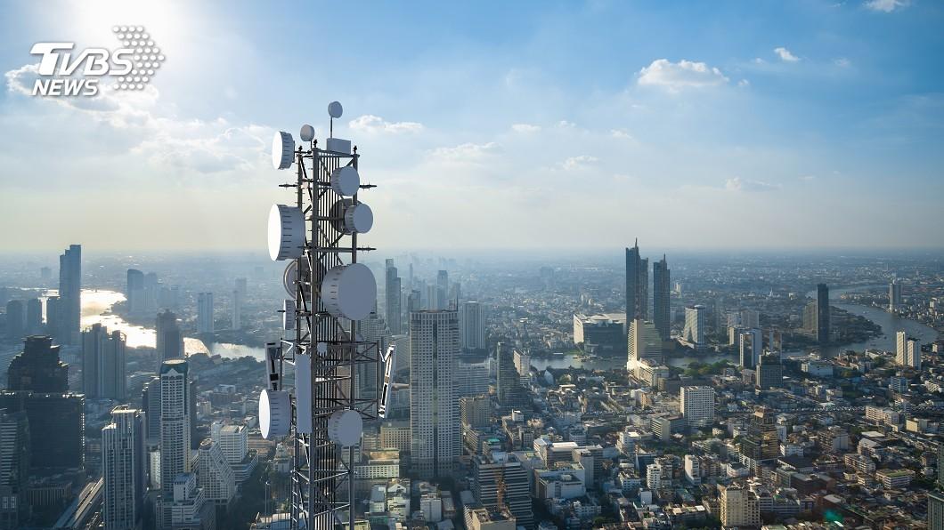 示意圖/TVBS 「新冠病毒和5G有關」 英國民眾聽信謠言燒基地台