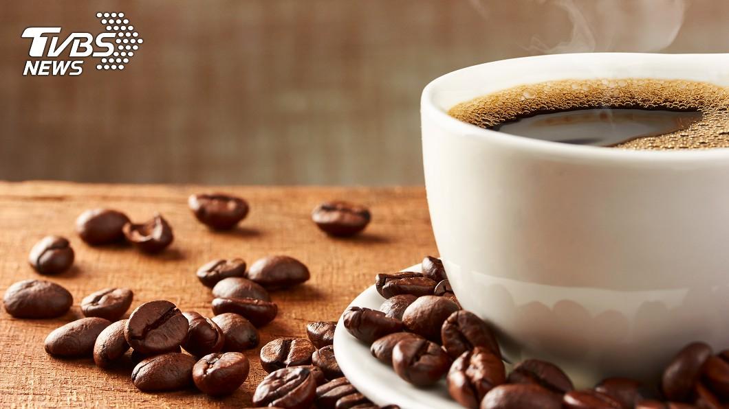 (示意圖/TVBS) 開工咖啡喝起來!星巴克、萊爾富今明買1送1