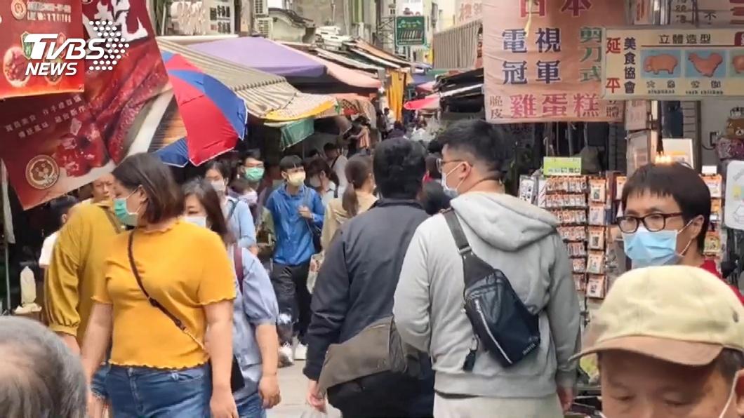 清明連假全台各地出現大批出遊人潮。(示意圖/TVBS) 五一勞動節連假是否取消? 勞動部長給答案