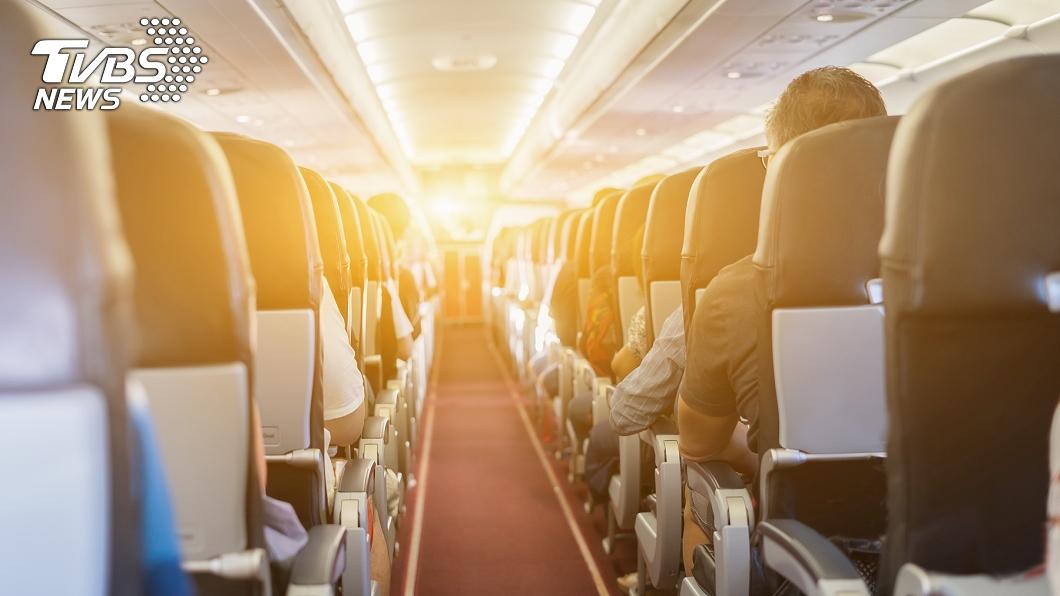 一班3月30日從紐約返台班機已累積10人確診。(示意圖,與事件無關,圖/TVBS) 「我在最毒班機被確診者包圍」 台空服員首吐無奈心聲