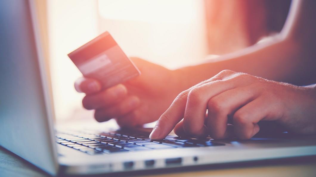 網上購物示意圖,與本文無關。(圖/TVBS) 防疫窩在家「無痛省錢超有感」!網曝:上月少花2萬