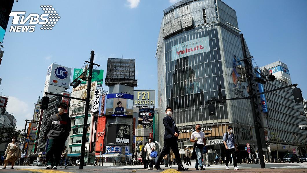 圖/路透社 東京「緊急狀態令」第一天 安倍:日台一起加油!