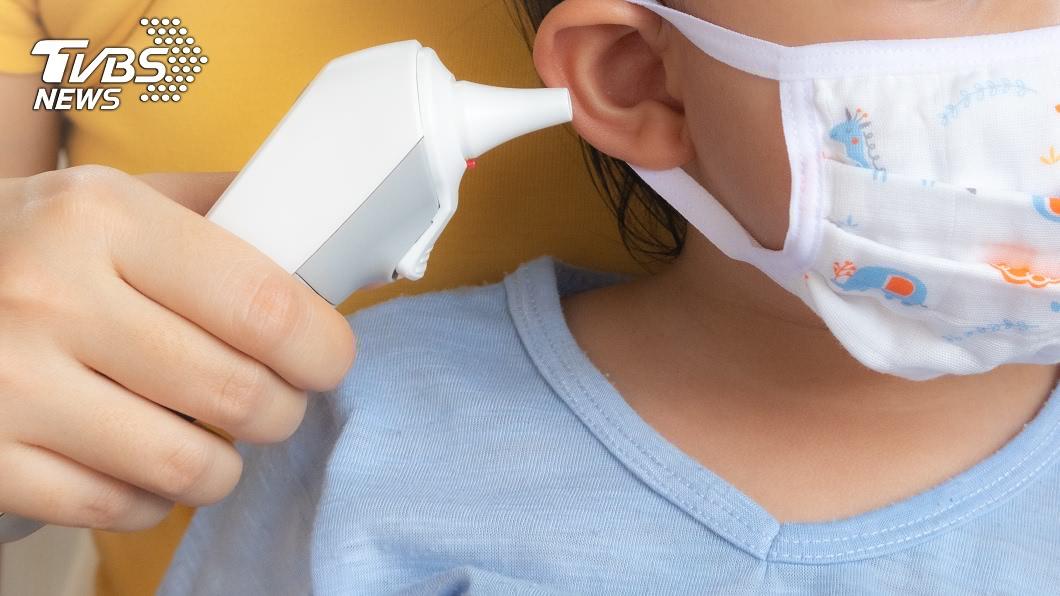 北部1名4歲孩童出現發燒症狀,不料孩子的父母竟還讓他去幼兒園上課4天半,最後被確診罹患新冠肺炎。(TVBS資料示意圖,非當事人) 4歲童發病還去上課 謝震武怒譙父母:有必要這樣嗎?