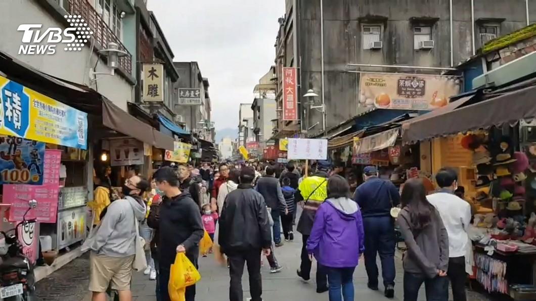 新冠肺炎(VOVID-19)疫情延燒。(示意圖/TVBS) 不承認赴11警報景點…網揭「背後心態」:怕成過街老鼠