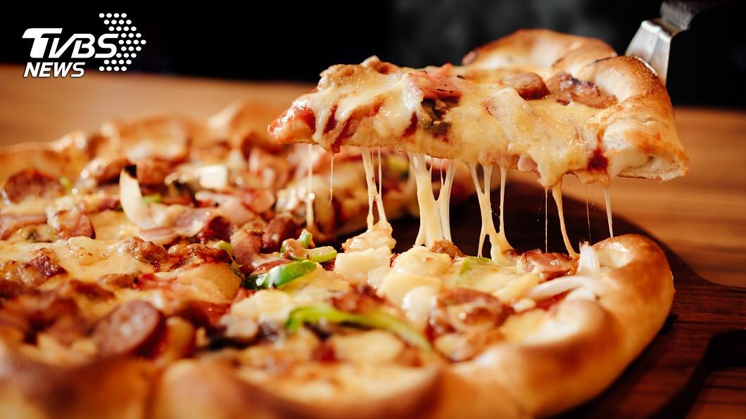 為何披薩中間要放「三角架」?(示意圖/TVBS) 為何披薩中間要放「三角架」? 網友揭真實用途