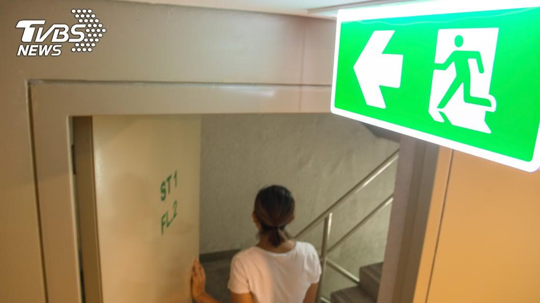 (示意圖/shutterstock達志影像) 婆婆「樓梯間」住10年!媳婦:家裡沒地方給她