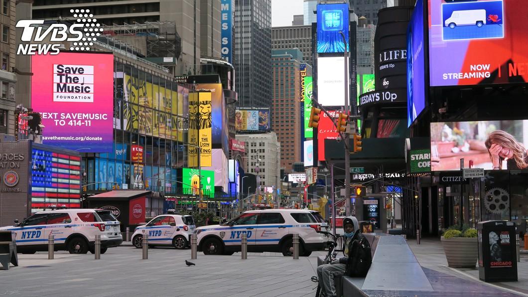 圖/中央社 時報廣場空蕩成新常態 紐約擺脫疫情陰影路漫長