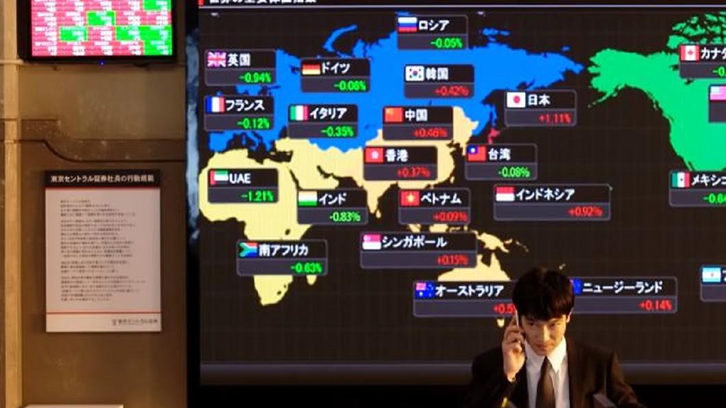 《半澤直樹2》首集半澤直樹辦公室出現中華民國國旗圖樣。(圖/翻攝自TBS公式 YouTuboo YouTube) 《半澤直樹2》首集現中華民國國旗 重播時被消失