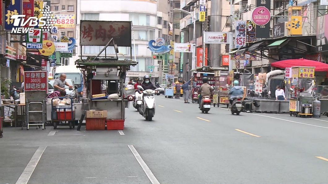 (圖/TVBS資料畫面) 60年最慘!六合夜市爆50攤撐不住 網揪「沒落關鍵」