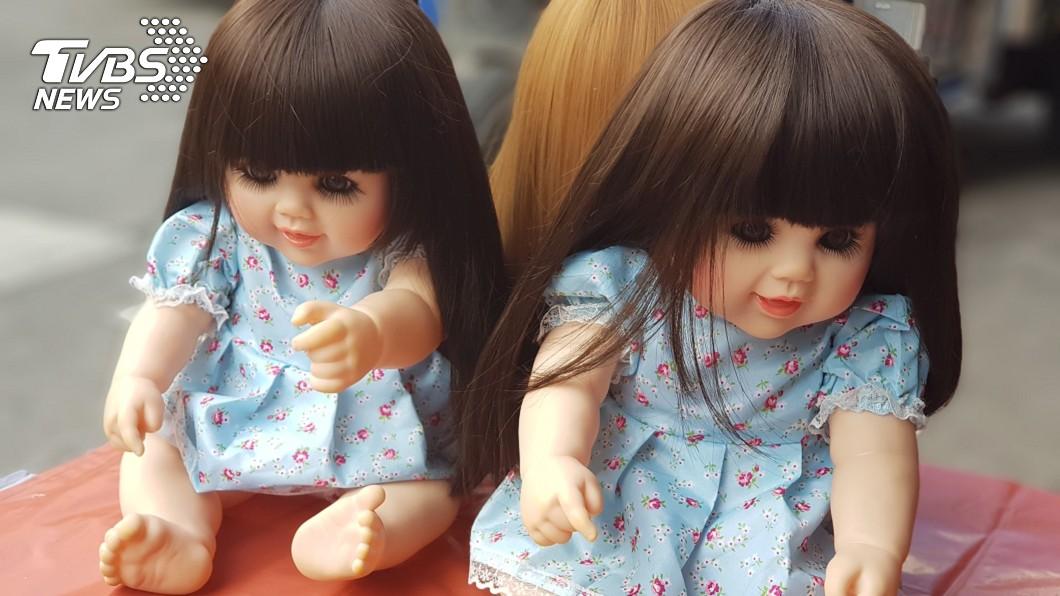大陸1名人母發現國二女兒房間的衣櫃,竟擺著造型詭異的娃娃。(示意圖/TVBS) 凌晨聞到燒香味…母尋味入房內 驚見國二女供奉詭異娃娃