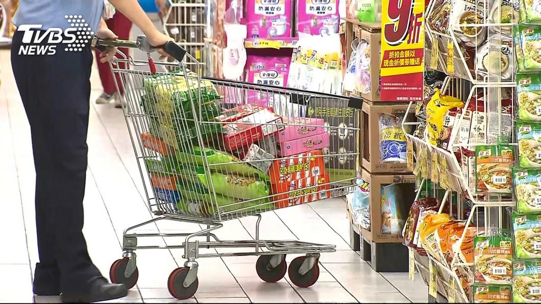 許多民眾都有到連鎖超市購物的經驗。(TVBS資料示意圖) 全聯「2神物」超美味 泡麵、奶茶民眾搶翻天