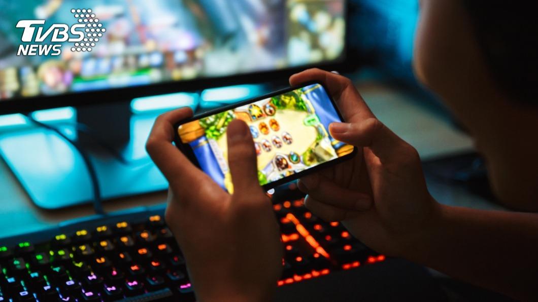 新世代小孩的休閒娛樂也隨著科技的進步改變。(示意圖/TVBS) 學生聯絡簿分享「打遊戲心得」⋯網驚:隔壁同學要GG了
