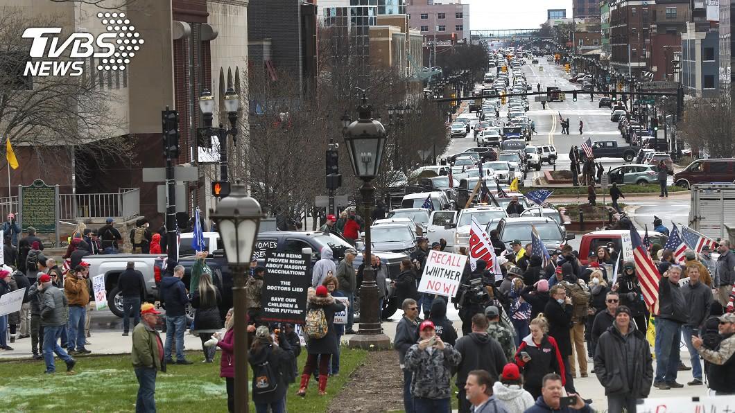 圖/達志影像美聯社 「禁足令太嚴苛」 密西根州數千人癱瘓交通嗆州長