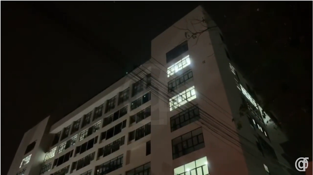 泰國1名男子日前遭隔離14天,就在剩最後1天時卻從醫院8樓墜下身亡。(圖/翻攝自YouTube) 剩1天就解除隔離!男遭3室友排擠 憤從8樓墜下喪命