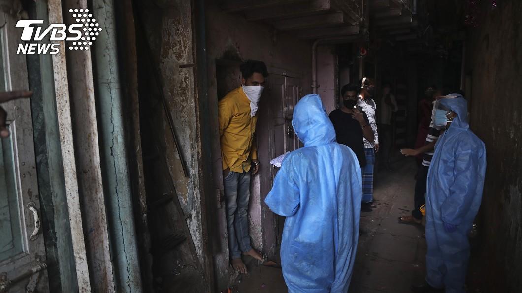 圖/達志影像美聯社 千人想逃離孟買爆衝突印度趕製「火車版方艙」