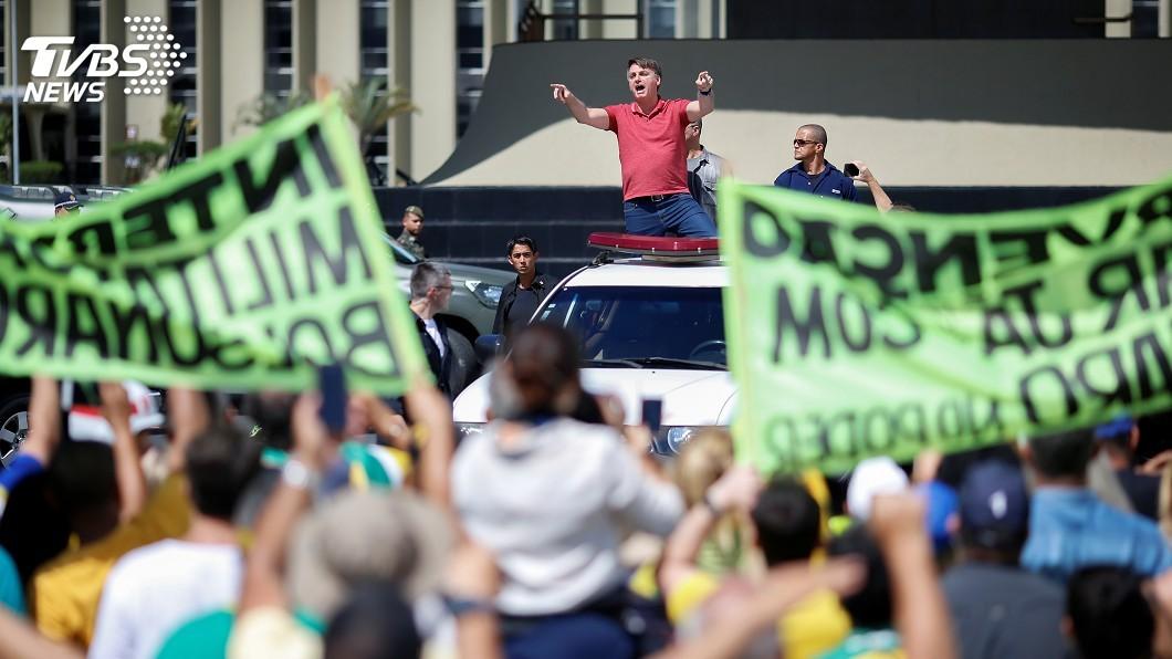 圖/達志影像路透社 巴西總統參與民眾示威 抗議州長發布禁足令