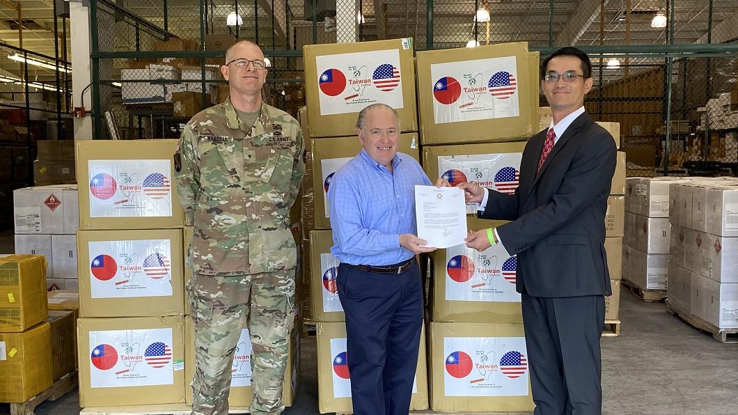圖/駐休士頓辦事處提供 台贈美路易斯安那州10萬片口罩 州長致謝