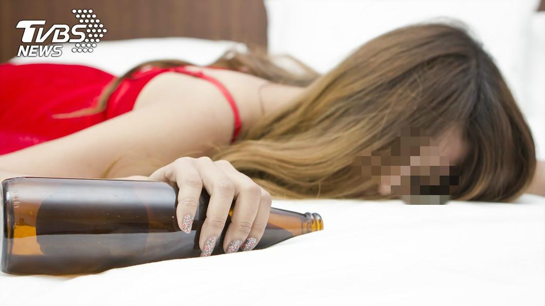 (示意圖,與本人無關/TVBS) 親吻酒醉女友「舌頭慘被咬斷成2截」 男獲186萬賠償