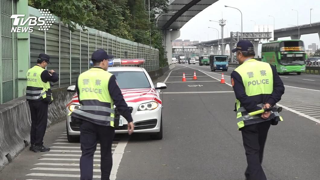 示意圖,與本事件人物無關。圖/TVBS資料畫面 不熟路況!男騎單車誤上國道 遭攔停開罰