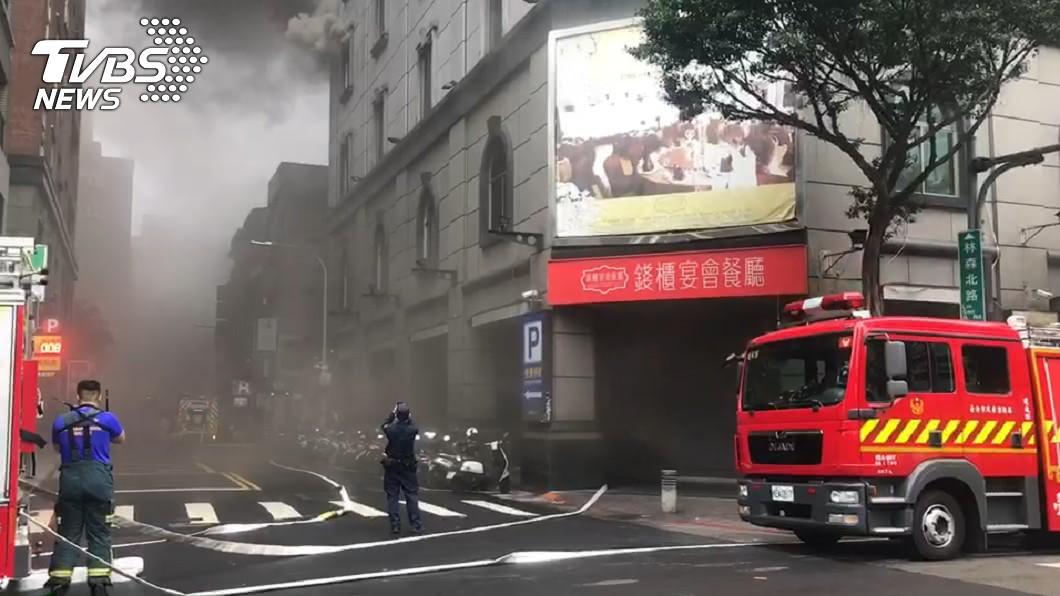林森錢櫃昨(26日)發生大火。(圖/TVBS資料畫面) 錢櫃消防全關!網轟僥倖心態 「唱歌1日常」恐成幫兇
