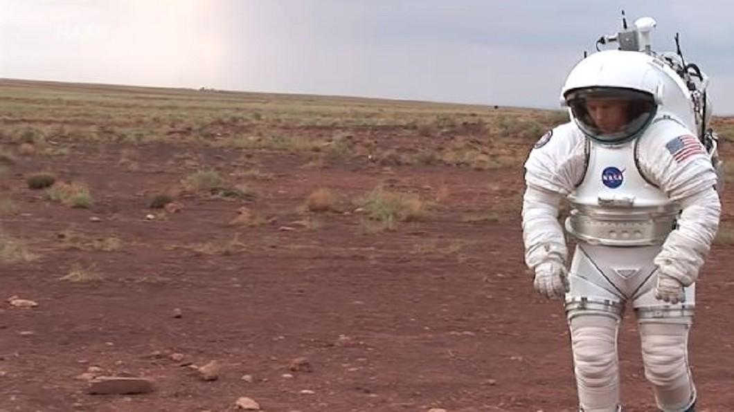 圖/翻攝自Business Insider Youtube  NASA天價舊版太空衣 一件等同1.5億美元