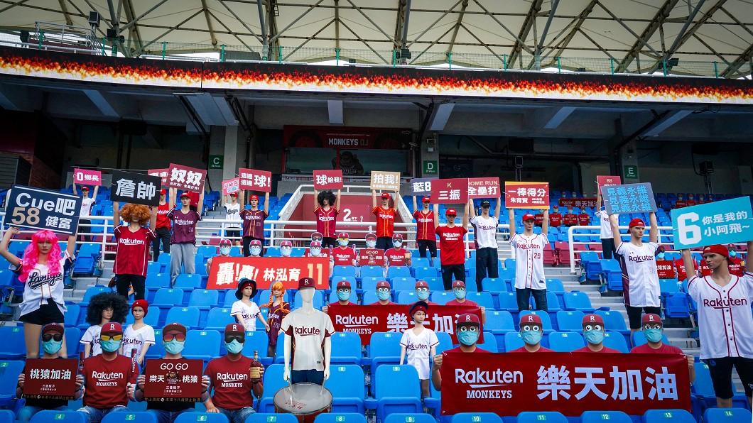 圖/樂天桃猿提供 台灣職棒閉門開打 紙板球迷嚇到洋將也紅到美國