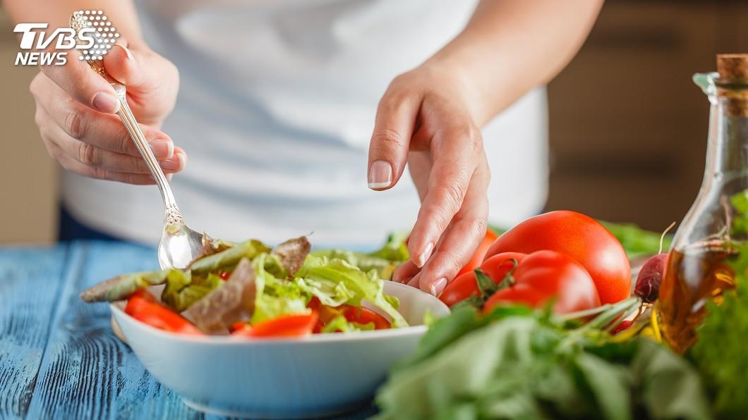國內有許多吃素的民眾。(TVBS資料示意圖) 算開葷破戒嗎?女外帶素食湯麵 吃到一半驚見「怪狀物」