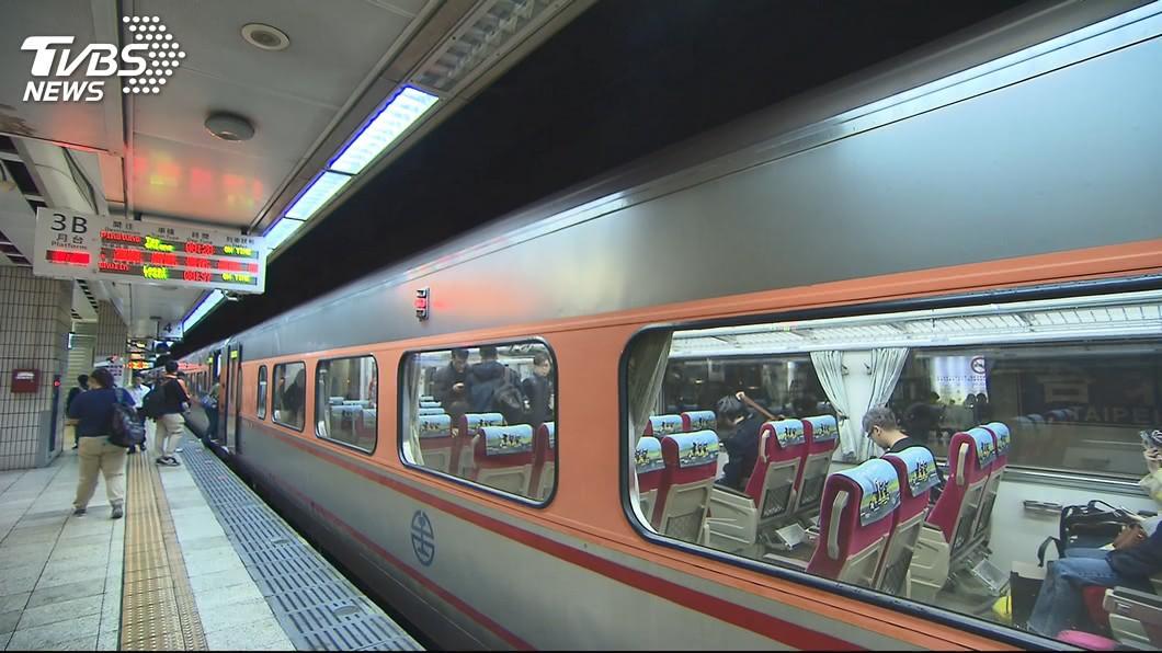 許多民眾都有搭乘火車的經驗。(示意圖/TVBS) 搭火車被妹子「瞇眼」直盯…男走近想搭訕 一看誤會大了