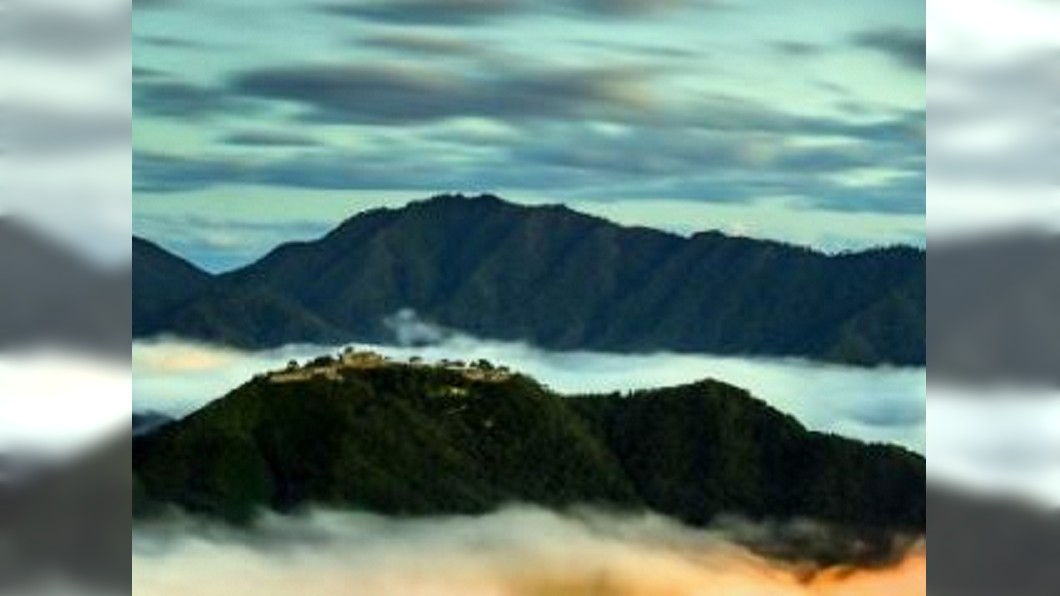 圖/翻攝自日本国家旅游局JNTO微博 站在雲海上的城堡 竹田城又稱「天空之城」