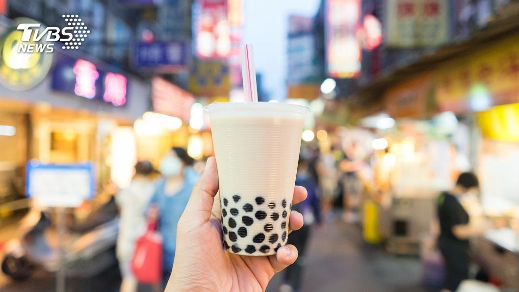 台灣之光珍珠奶茶更是民眾和觀光客的首選。(示意圖,非當事人。圖/TVBS) 手搖飲霸主不是珍奶? 她咬一口「配料」驚呆成死忠粉