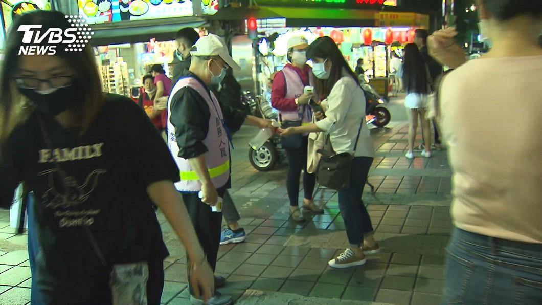 圖/TVBS 零確診助攻!夜市人潮擠爆 民眾:掛零安心