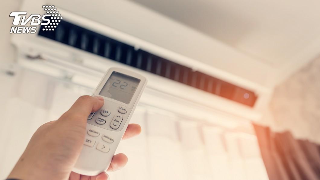 台電6月到9月啟動夏月電價,去年資料顯示,一般家庭非夏月期間平均用電287度, 夏月平均用電404度,以這個用電量計算,夏月每戶平均會增加410元電費支出。(示意圖/TVBS) 夏月電價今上路 能源局教你省荷包撇步