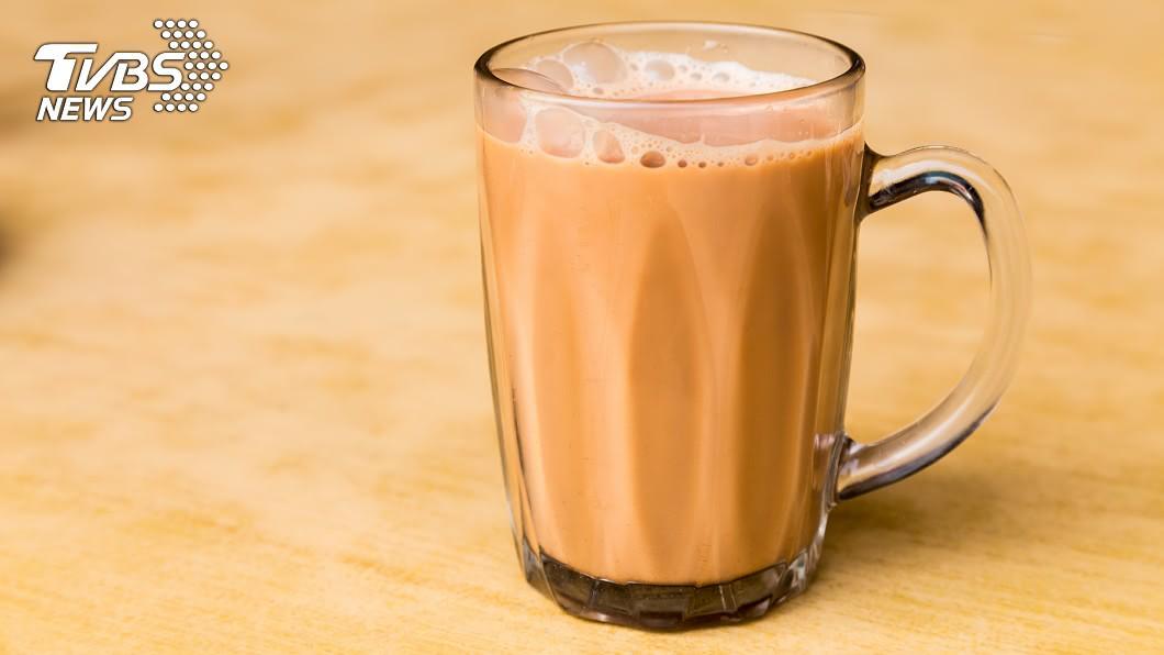 (示意圖/TVBS) 血漿如豬油?壯男狂飲奶茶半年 喝進加護病房