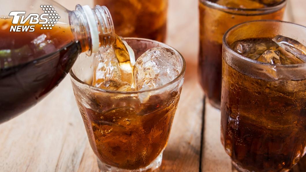示意圖。圖/TVBS 7旬嬤40年每天狂喝10罐可樂! 健檢結果曝光