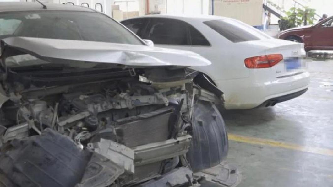 奧迪撞上日產轎車,2輛車都被送往保養廠維修。(圖/翻攝自澎湃新聞網) 狂!追撞日產轎車 奧迪車主當場轉帳:你這車我買了