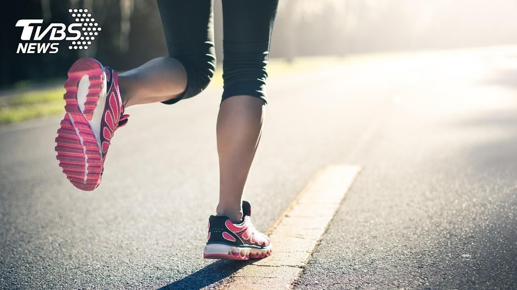 (示意圖/TVBS) 妹子跑步被嬤警告「內臟會掉下來」 過來人曝經驗:會垂
