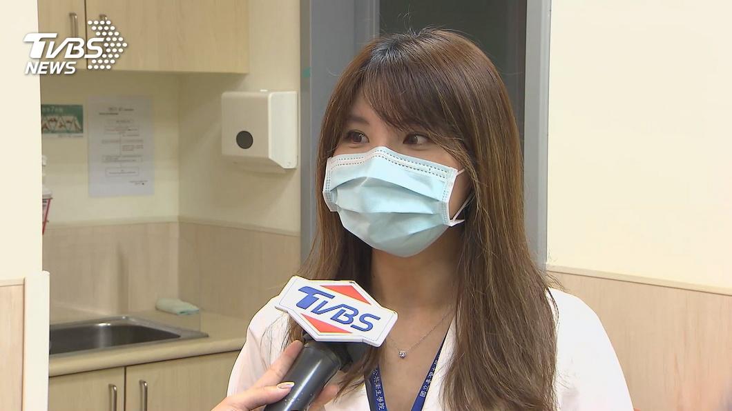 圖/TVBS 爆紅!美女醫許書華「防疫片狂播」 接孩被認出