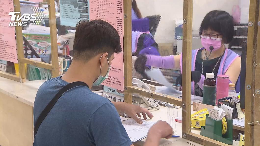 中央日前宣布擴大紓困對象,遭罵「不公平」。(圖/TVBS資料畫面) 紓困「繳稅者沒份」!上班族氣炸批不公:憑啥幫他人買單