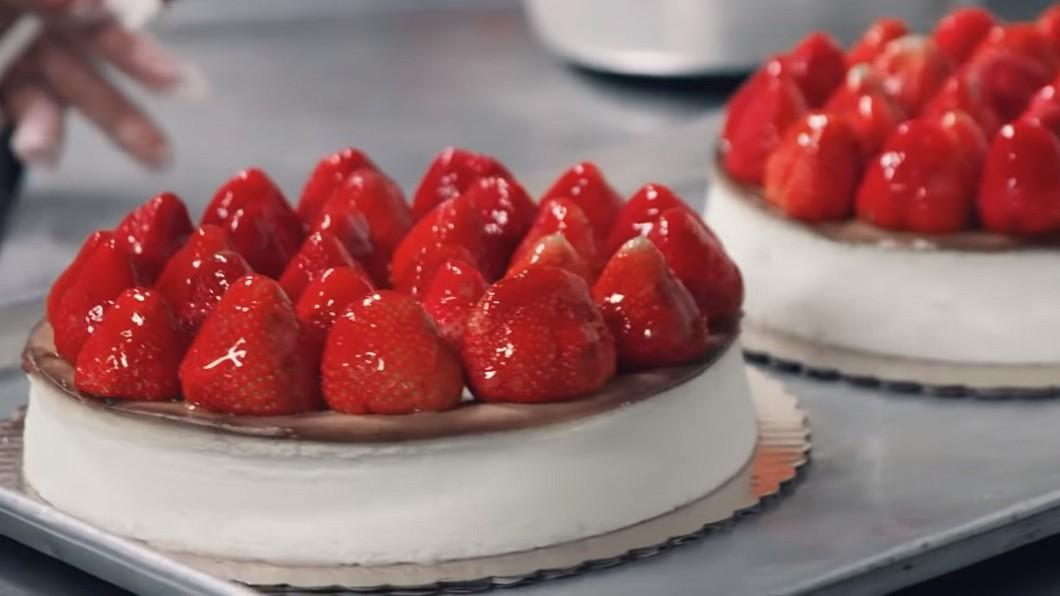 圖/翻攝自Food Insider YouTube 紐約人氣起司蛋糕 經典加新吃法挑戰味蕾