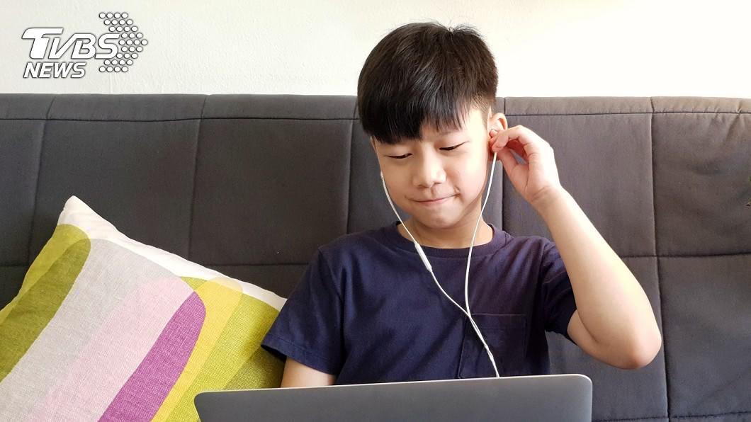 示意圖,非當事人。(圖/TVBS) 耳內藏「黑森林」!男童愛戴耳機 搭2壞習慣染黴菌入侵